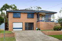 Brisbane agent sells home at auction he first tried to sell 13 years ago
